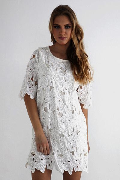 Платье с крупным кружевом фото