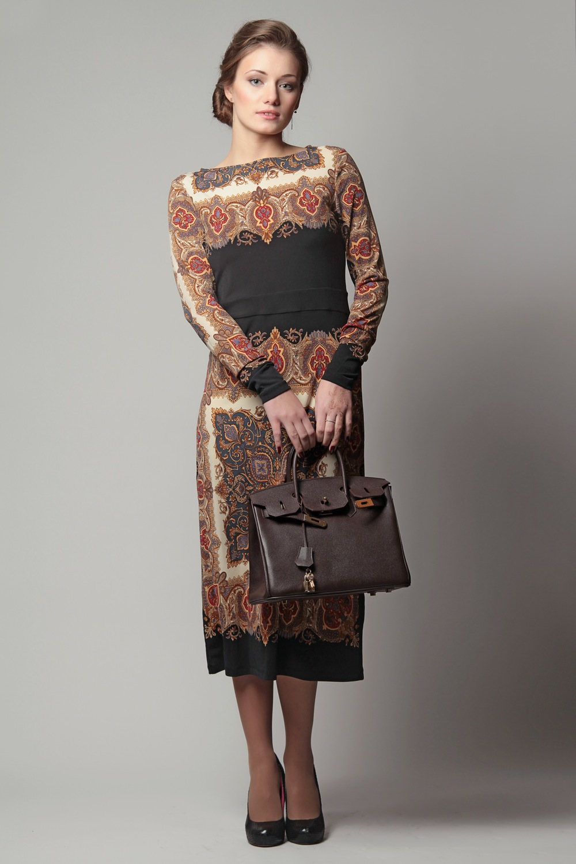 Описание яркого платья