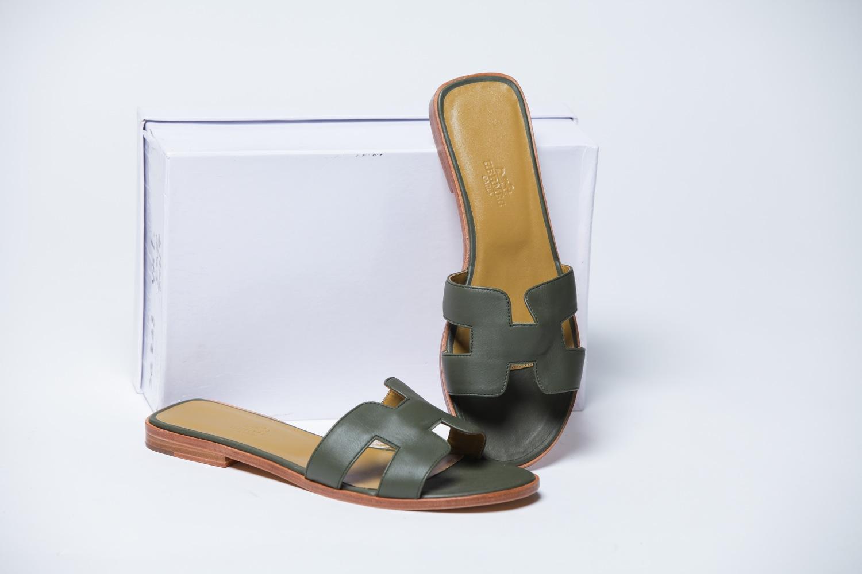 fb6ad5db9058 Темно-зеленые женские кожаные шлепки - купить в интернет-магазине Odensya.ru